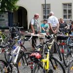Die erster Meerbuscher Fahrradbörse fand in Osterath auf dem Kirchplatz statt.