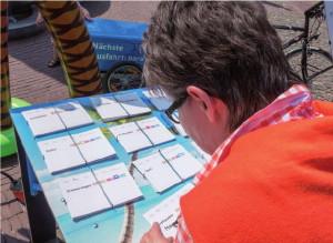 Bemerkenswert konkrekte und ortsverbundene Gedanken schrieben Norbert Krauses Besucher auf die vorbereiteten Karten.