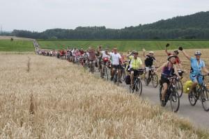 Tausend fröhliche Radfahrer auf Tour durch das Fahrradland NRW