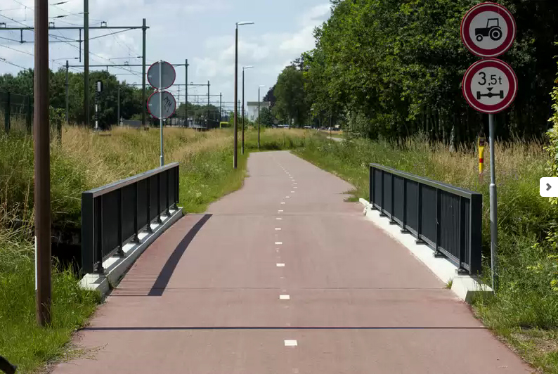Greenportbikeway bei Ufterhoek vor Horst-Sevenum