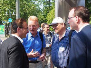 Bürgermeister Reiner Breuer (links) im Gespräch mit Ulrich Malburg und Peter London von der Auswahlkommission sowie dem Neusser Planungsdezernenten Christoph Hölters