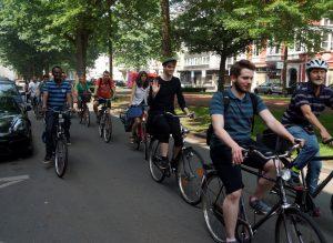 Flüchtlinge erkunden Krefeld per Rad zusammen mit Aktiven der Begegnungswerkstatt