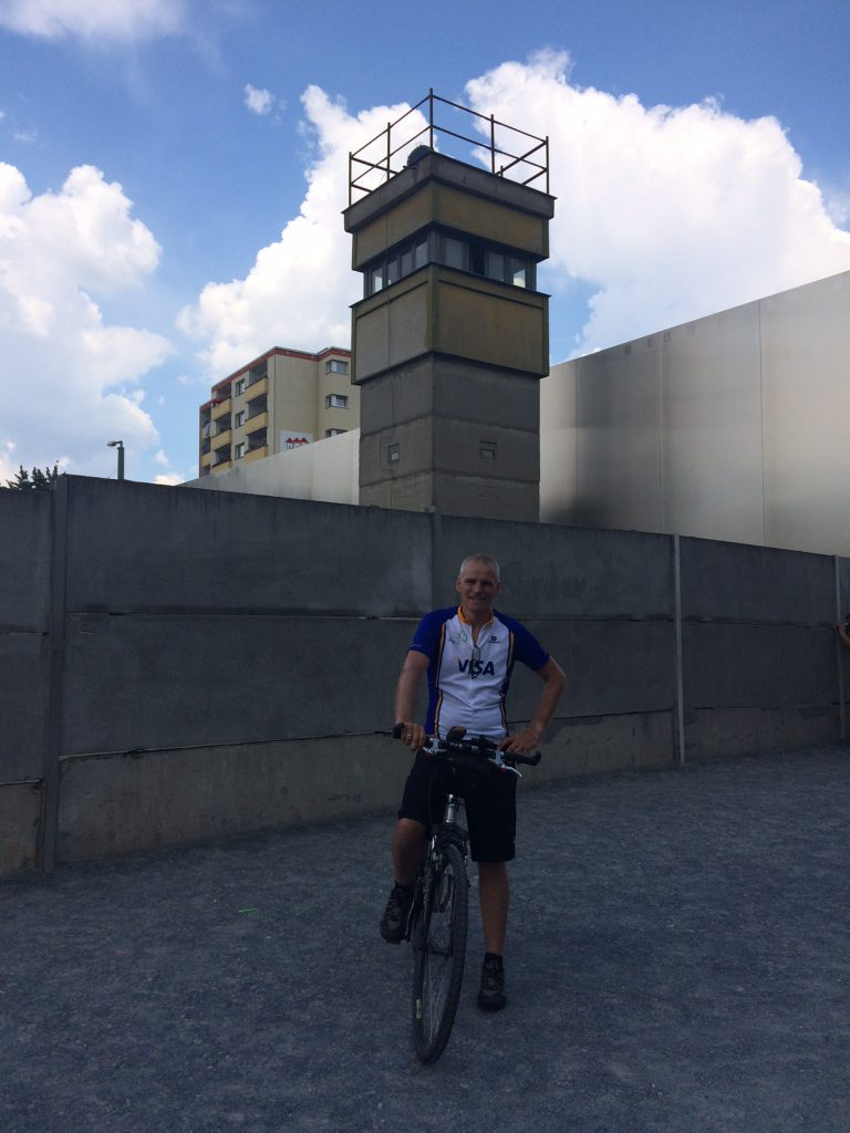 Dirk Rheydt vor der Berliner Mauer am 5. Juni 2016